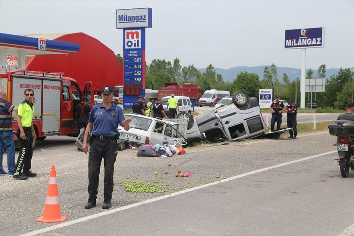 GÜNCELLEME - Kastamonu'da hafif ticari araçla otomobil çarpıştı: 7 yaralı