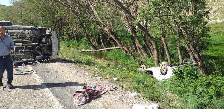 Bayram yolunda kaza: 4'ü ağır 6 yaralı