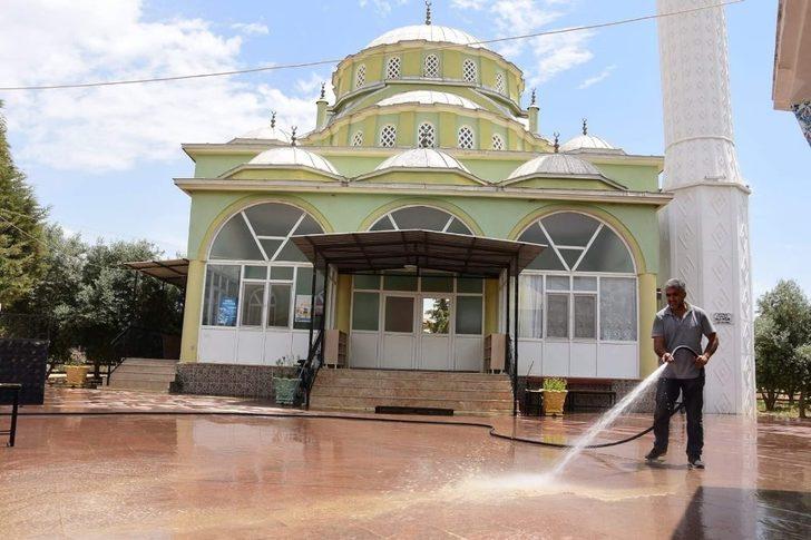 Alaşehir'de camilere bayram temizliği