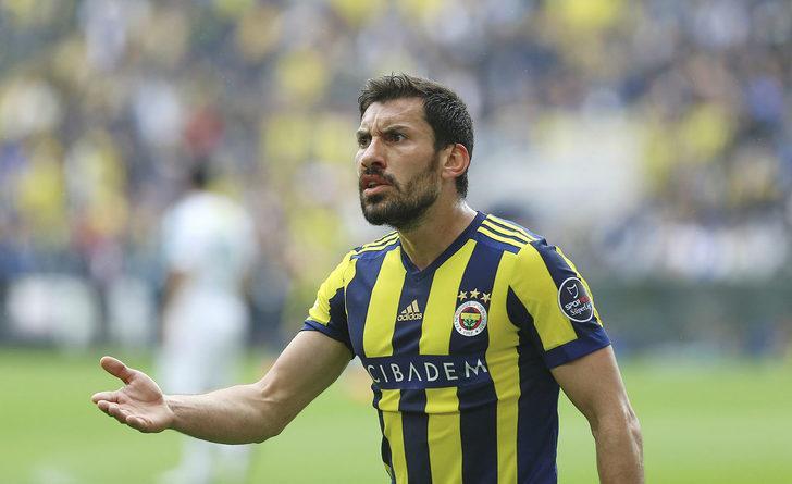 Şener Özbayraklı Galatasaray'la 2 yıllığına anlaştı