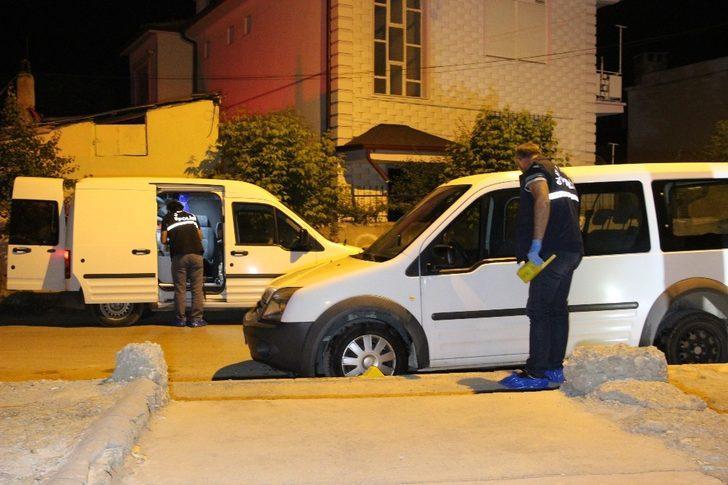 Karaman'da park halindeki iki araç kundaklanmak istendi