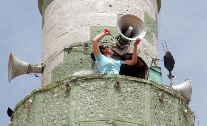 Sema usta, ekmeğini minareden kazanıyor