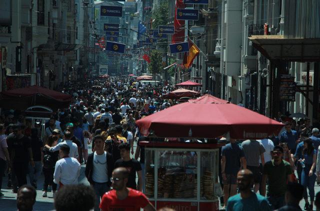 İstiklal Caddesi'nde bayram yoğunluğu