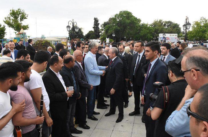 TBMM Başkanı Şentop, Diyarbakır'da vatandaşlarla bayramlaştı (3)