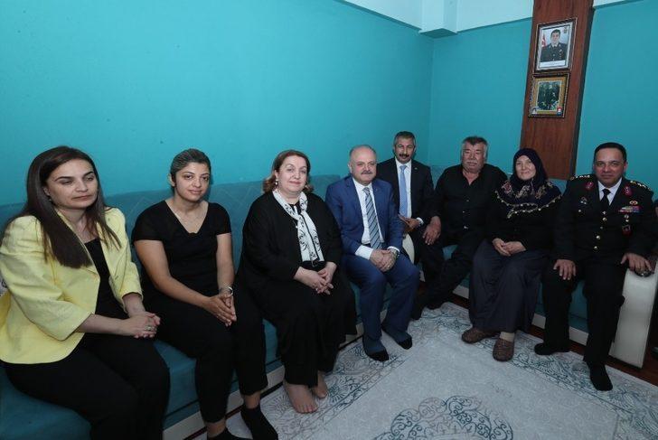 Şehit Kaya'nın ailesine bayram ziyareti