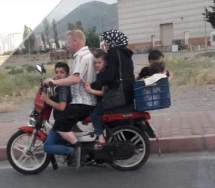 Motosiklette 6 kişi ile tehlikeli yolculuk