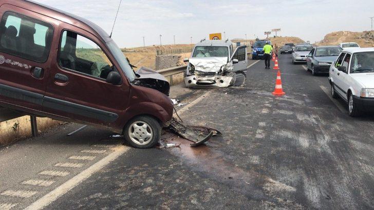 Gaziantep'te iki araç kafa kafaya çarpıştı: 4 yaralı