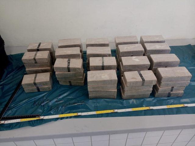 Almanya'da sahte diplomatların aracında 70 kilo eroin yakalandı