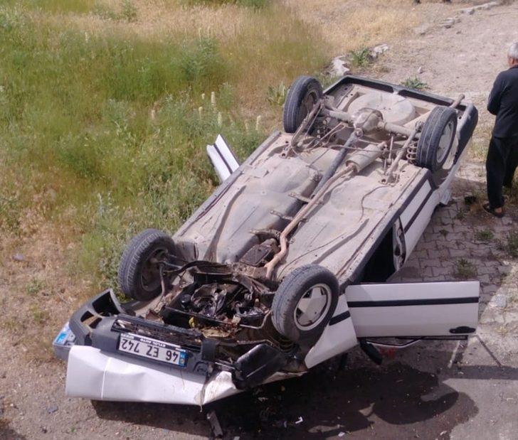 Otomobil menfeze devrildi: 4 yaralı