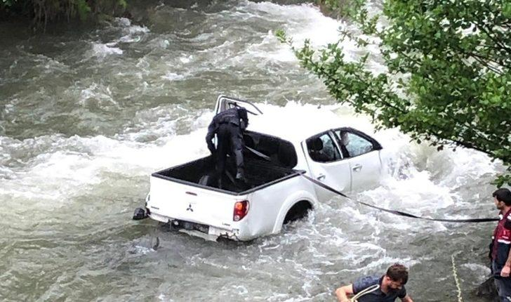 Trabzon'da araba dereye uçtu: 1 ölü, 2 yaralı