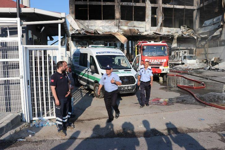 Fabrika yangınında ölen işçilerin cenazeleri Adli Tıp'a gönderildi