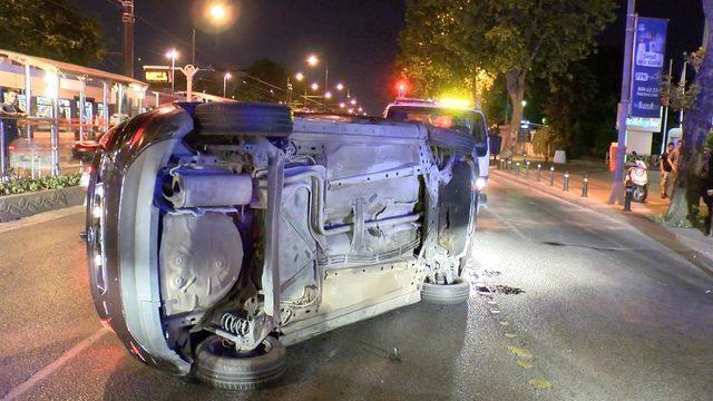 Taksiye çarpan otomobil devrildi
