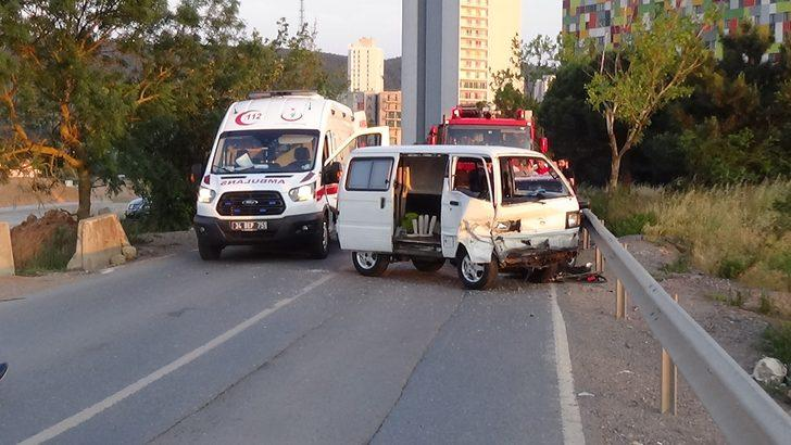 Maltepe'de minibüs ve otomobil çarpıştı: 2 yaralı