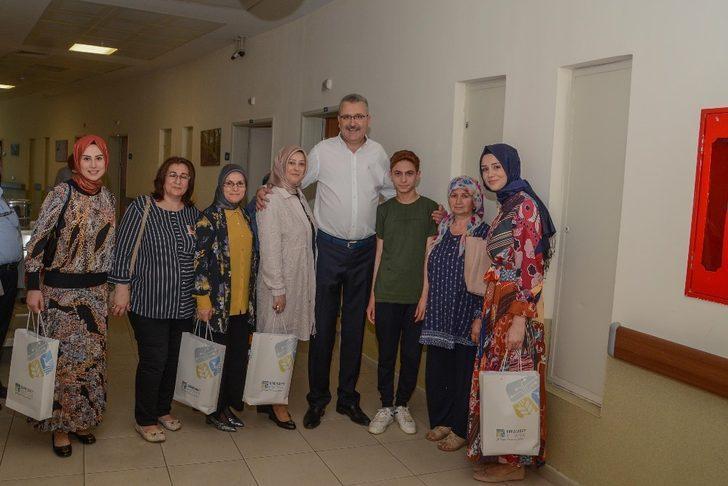 Özkan, ramazan bayramında hastaları unutmadı