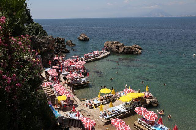 Tatilciler deniz ve güneşin keyfini çıkardı