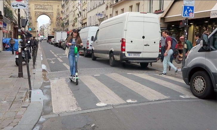Paris'te bisiklet ve elektrikli scooter kullanımı için yeni tedbirler