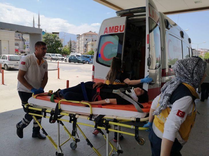 3'üncü kat balkonundan düşen genç kız, ağır yaralandı