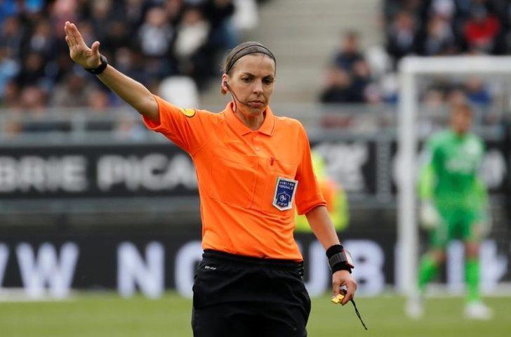 Stephanie Frappart, Ligue 1'de gelecek sezonun hakem listesinde