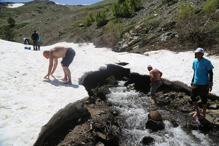 30 derece sıcaklıkta karın keyfini sürdüler