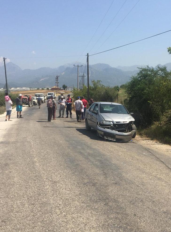 Otomobil ile kamyonet çarpıştı: 1'i çocuk 4 yaralı