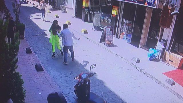 Beyoğlu'nda 2 kadının feci şekilde darp edilmesi kamerada...