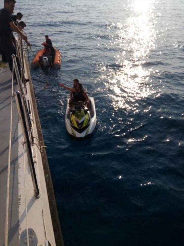 Jet ski ile balık ağlarına takılan 2 kişi kurtarıldı