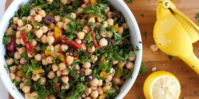 Oh serin serin! Kavurucu yaz sıcakları için birbirinden çeşitli salata tarifleri