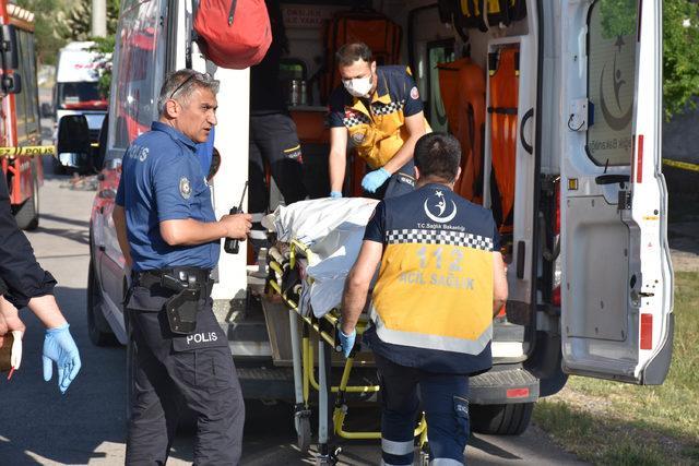 Sokakta yürüyen kadınlara otomobil çarptı: 1 ölü, 1 yaralı