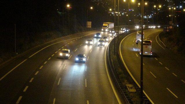 Kocaeli geçişindeki yollarda trafik başladı (2)