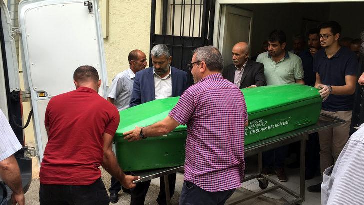TIR ile otomobil çarpıştı; Sürücü ve eşi öldü, 6 akrabası yaralandı