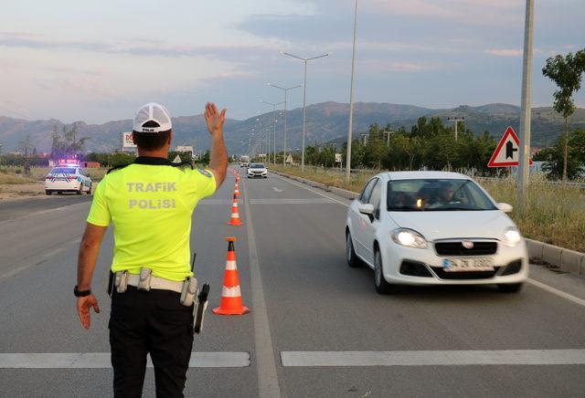 Bayram tatilinde Afyonkarahisar'dan 450 bin araç geçti