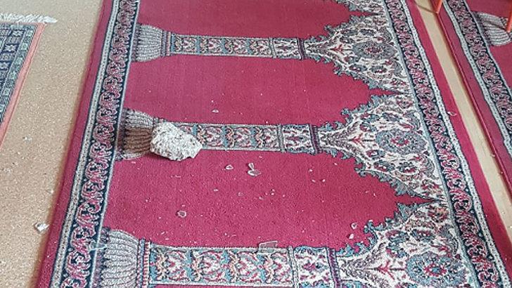 Almanya'da camiye taşlı saldırı!