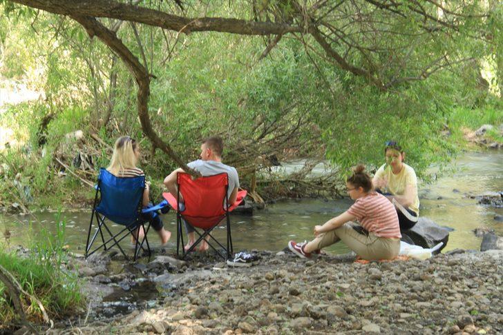 Muradiye Şelalesi'nde hem piknik yapın, hem serinleyin