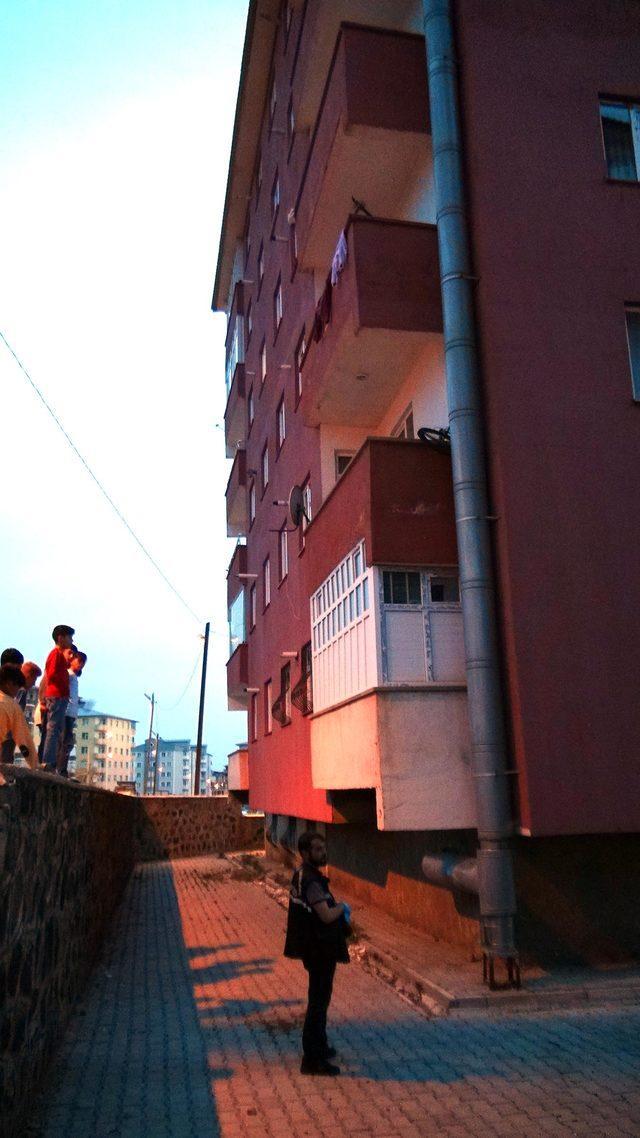 4'üncü kattan düşen 2 yaşındaki Yusuf, ağır yaralandı