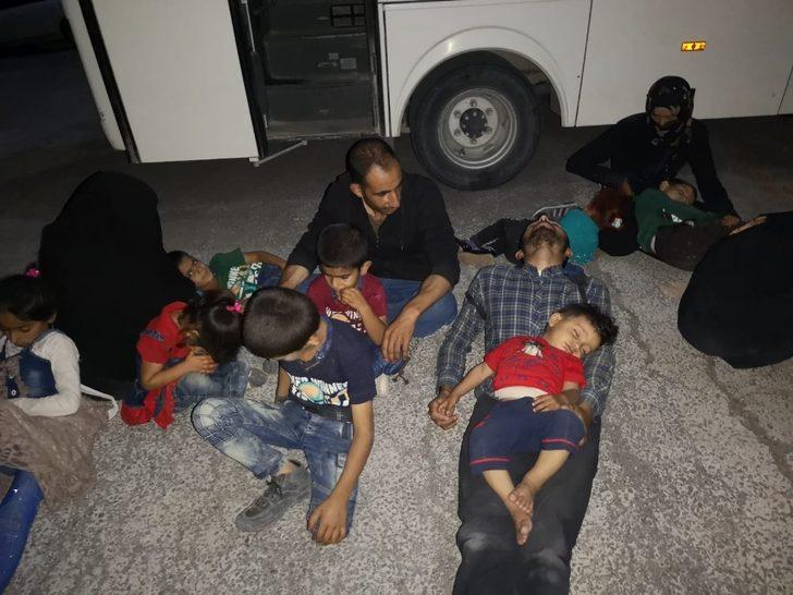 54 kaçak göçmen bir eve kilitlenmiş halde bulundu