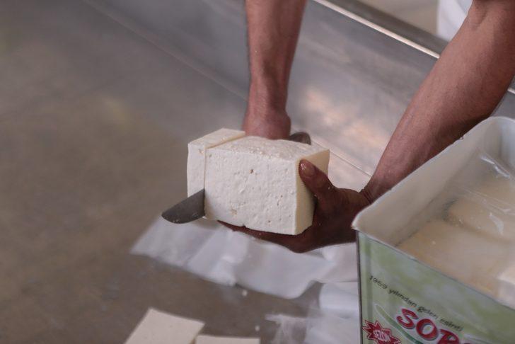 Doğal üretilen bu peynirden alabilmek için bir çok ilden geliyorlar