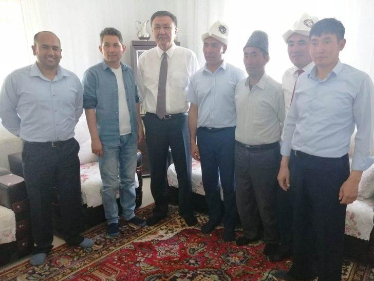 Kırgızistan Ankara Büyükelçisi Kubanyehbek Omuraliyev Erciş'te