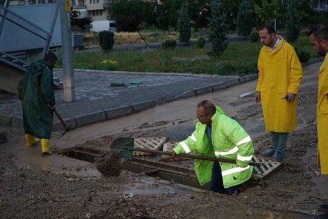Nevşehir'de dolu ve yağmur su baskınlarına neden oldu