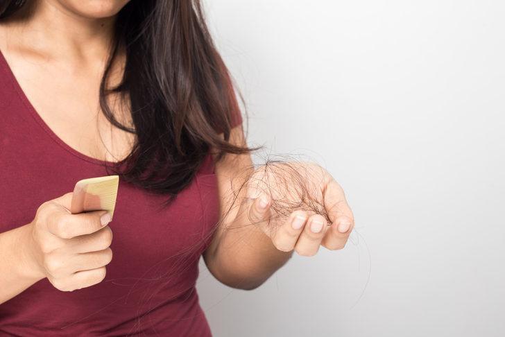 Bu 3 malzemeyi kullanarak dökülen saçlarınıza yeniden kavuşabilirsiniz