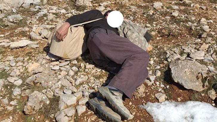 Karşısında ekipleri görünce yere yatıp uyuma numarası yaptı