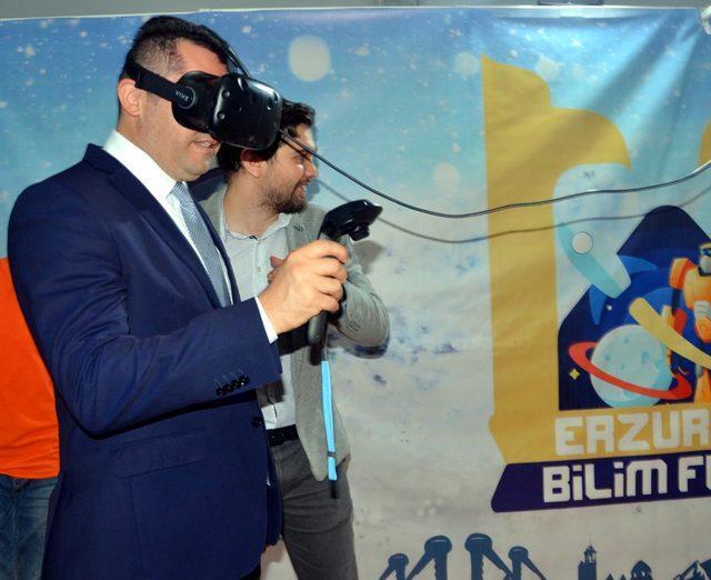 Protokolün sanal gerçeklik gözlüğüyle zorlu sınavı