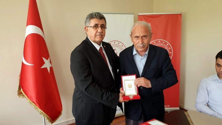 Kıbrıs gazileri 45 yıl aradan sonra madalyalarını aldılar