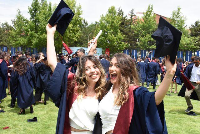 Anadolu Üniversitesi'nde mezuniyet sevinci