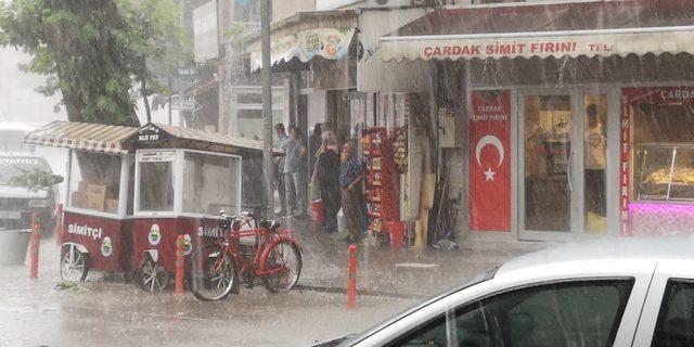 İnegöl'de yağmur ve dolu, hayatı olumsuz etkiledi