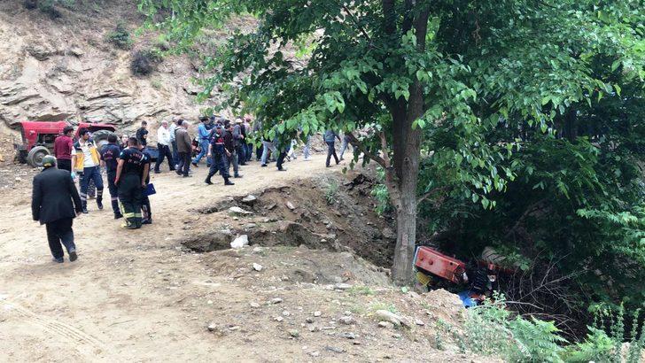 Manisa'da traktör dereye devrildi: 1 ölü, 1 yaralı