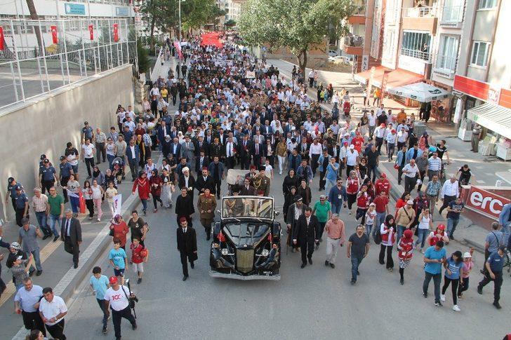 Atatürk'ün Amasya'ya gelişi canlandırıldı