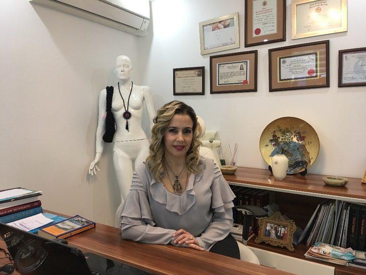 """Op. Dr. Defne Erkara: """"Liposuction bir zayıflama yöntemi değildir"""""""
