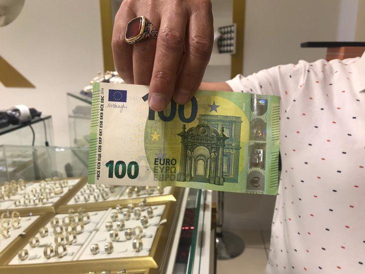 Yeni 100 ve 200 Euro'lar daha küçük ve hologram çıplak gözle görülebiliyor