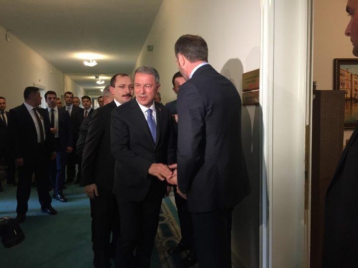 Milli Savunma Bakanı Hulusi Akar MHP grubunu ziyaret etti