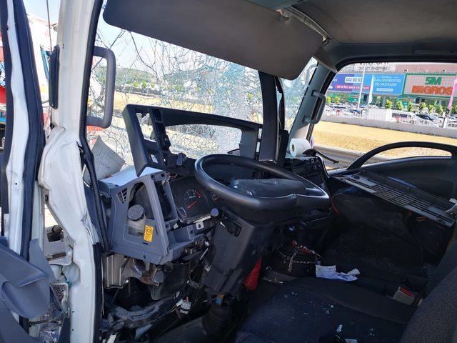Pendik'teki zincirleme trafik kazası tem'de trafik yoğunluğuna neden oldu